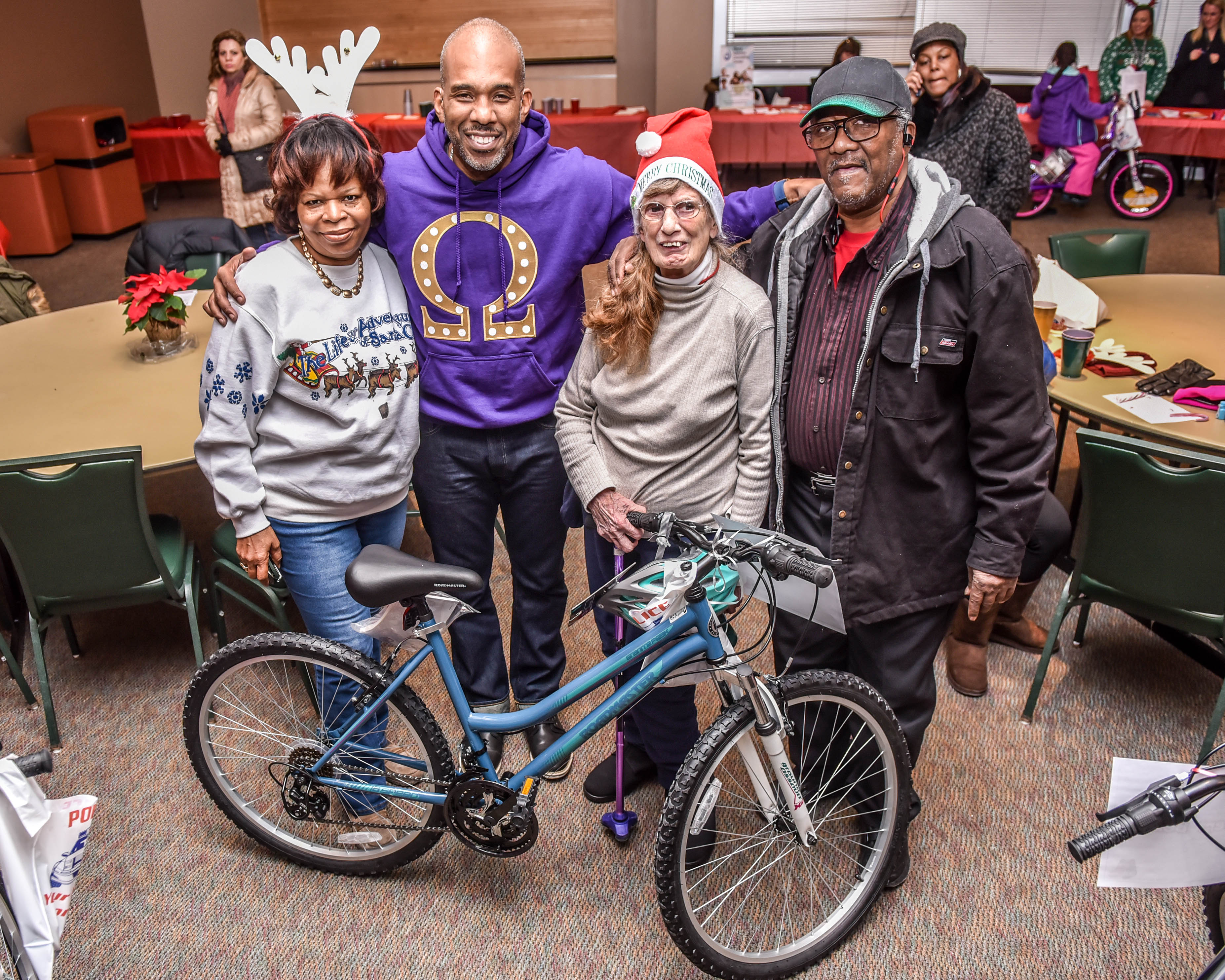 Smiles For Christmas – Housing Authority of Elgin